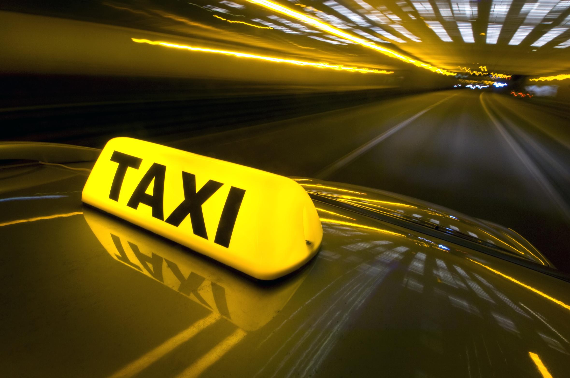 origen de la palabra taxi